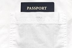 Camicia bianca con il passaporto Immagine Stock