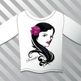 Camicia con una bella ragazza grafica Fotografia Stock Libera da Diritti