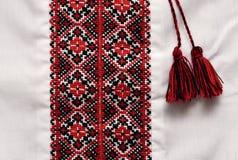 Camicia decorata tradizionale ucraina nazionale dell'artigianato con il orna fotografie stock