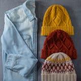 Camicia dei jeans e tre cappelli di inverno Fotografia Stock Libera da Diritti
