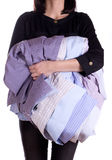 Camicia della holding della donna Fotografia Stock