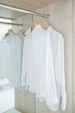 Camicia di bianco del guardaroba Immagine Stock