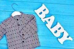 Camicia di cotone grigia del neonato di modo Immagine Stock