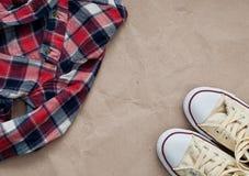 Camicia e scarpe controllate Fotografia Stock