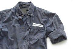 Camicia funzionante con un biglietto da visita Fotografia Stock