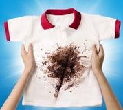 Camicia sporca della tenuta della mano Fotografia Stock Libera da Diritti