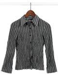 Camicia a strisce grigia su priorità bassa bianca Fotografia Stock