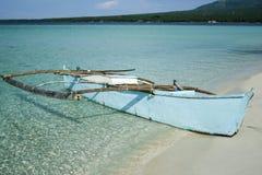 camiguin独木舟海岛舷外架菲律宾 免版税库存图片