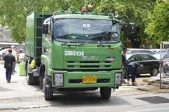 Camión de basura Fotografía de archivo libre de regalías
