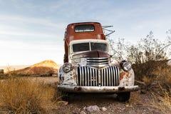 Camión oxidado viejo en la ciudad de Nelson Ghost, los E.E.U.U. Imagenes de archivo