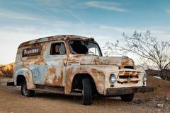 Camión oxidado viejo en la ciudad de Nelson Ghost, los E.E.U.U. Fotografía de archivo