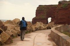 Caminando la trayectoria costera Imágenes de archivo libres de regalías