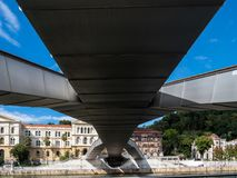 Caminando a través de Bilbao, España Paseo de la Memoria foto de archivo