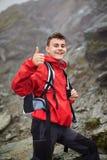 Caminante adolescente en la montaña Fotos de archivo libres de regalías