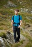 Caminante adolescente en un rastro Imagen de archivo libre de regalías