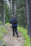 Caminante con un daypack fotografía de archivo libre de regalías