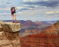 Caminante de la montaña de la mujer Foto de archivo