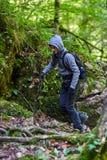 Caminante del adolescente en un rastro Imágenes de archivo libres de regalías