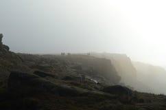 Caminante en el borde de Stanage Fotos de archivo