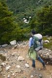 Caminante en el parque nacional de Torres Del Paine fotos de archivo libres de regalías