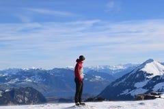 Caminante en el top de la montaña Imágenes de archivo libres de regalías