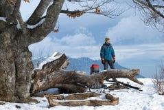 Caminante en las montañas Fotos de archivo