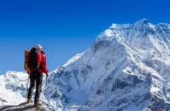 Caminante en las montañas Imagen de archivo