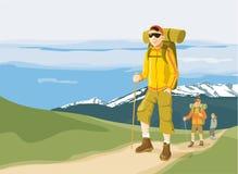 Caminantes en el camino de la montaña Foto de archivo libre de regalías