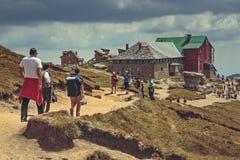 Caminantes en el chalet de Babele, Rumania Imagen de archivo