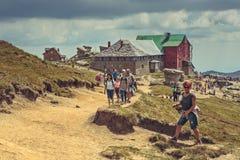 Caminantes en el chalet de Babele, Rumania Foto de archivo libre de regalías