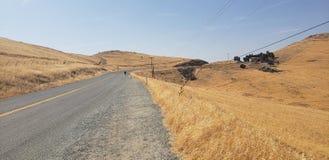 Caminantes en el lado de los caminos foto de archivo libre de regalías
