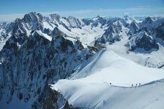 Caminantes en las montan@as francesas Foto de archivo libre de regalías