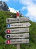 Caminar el poste indicador en Noruega Fotografía de archivo