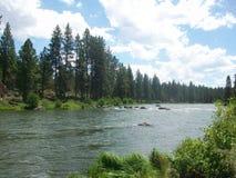 Caminar el rastro del río de Deschutes imagenes de archivo