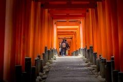 Caminar el túnel fotografía de archivo
