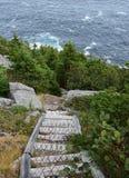Caminar la escalera al aire libre de la trayectoria a lo largo del trai de la costa este imagen de archivo libre de regalías
