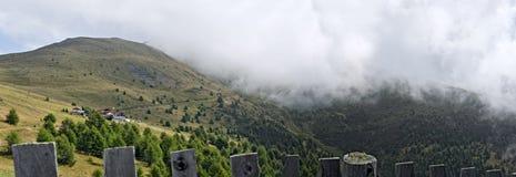 Caminar la trayectoria en las montañas carnic Fotos de archivo