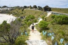 Caminar las dunas en la isla de Rottnest foto de archivo libre de regalías
