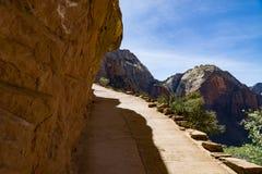 Caminar rastros peligrosos en Zion National Park Fotografía de archivo