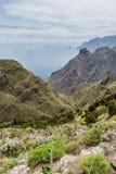 Caminar viaje en las montañas de Anaga cerca de Taborno en la isla de Tenerife Foto de archivo
