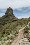 Caminar viaje en las montañas de Anaga cerca de Taborno en la isla de Tenerife Imagen de archivo