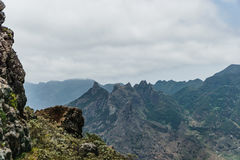 Caminar viaje en las montañas de Anaga cerca de Taborno en la isla de Tenerife Imagen de archivo libre de regalías