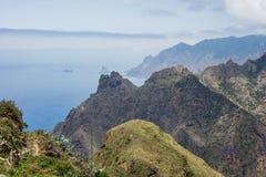 Caminar viaje en las montañas de Anaga cerca de Taborno en la isla de Tenerife Foto de archivo libre de regalías