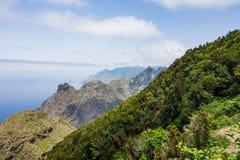 Caminar viaje en las montañas de Anaga cerca de Taborno en la isla de Tenerife Fotos de archivo