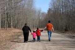 Caminata de la familia Foto de archivo libre de regalías