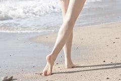 Caminata de la mañana del mar Foto de archivo libre de regalías