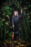 Caminata de la muchacha en bosque encantado Imágenes de archivo libres de regalías