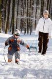 Caminata del invierno en las maderas Foto de archivo libre de regalías