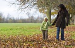 Caminata del otoño Fotos de archivo libres de regalías