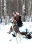 Caminata en el bosque del invierno Foto de archivo libre de regalías